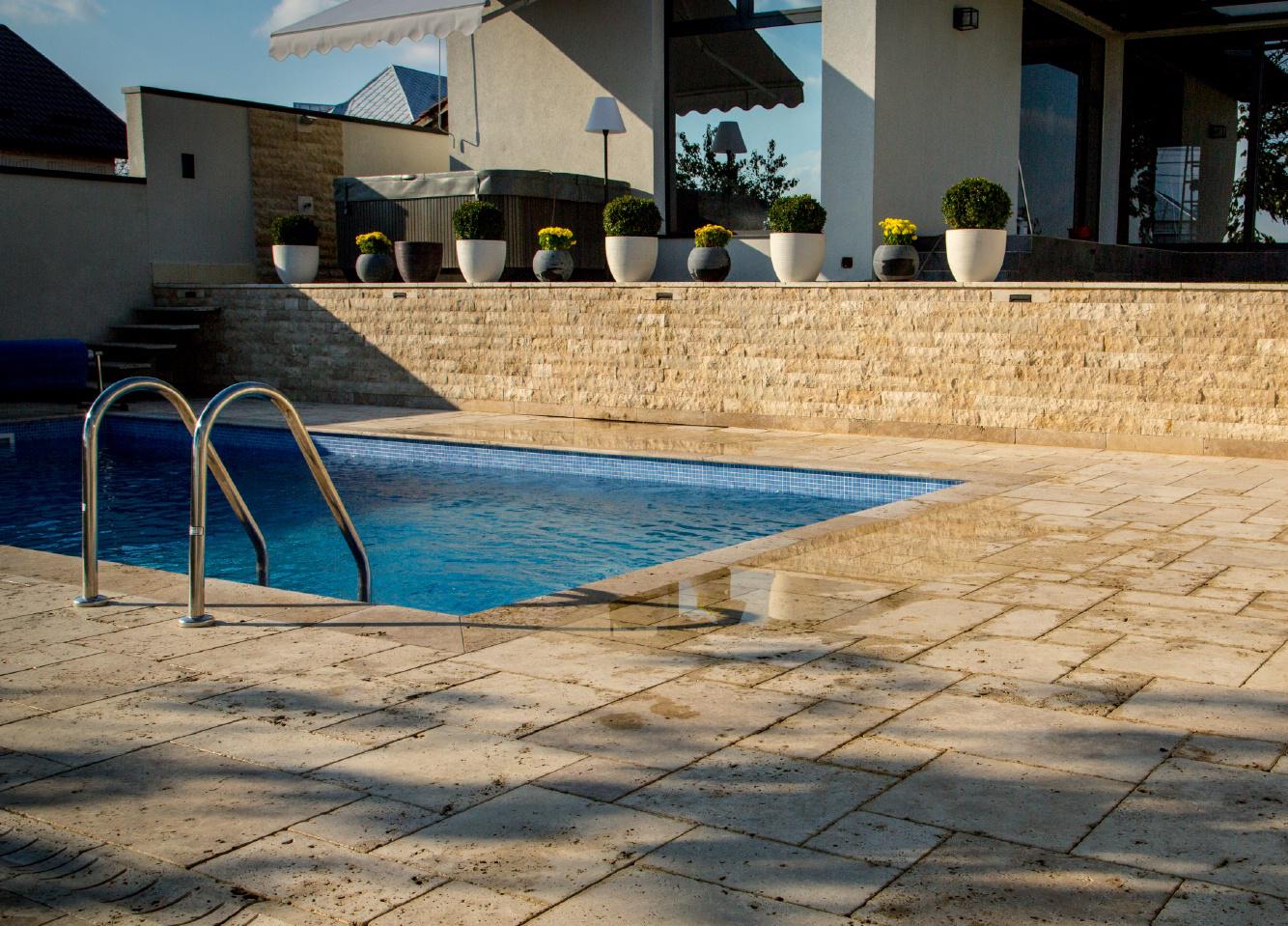 Alegerea materialelor pentru imprejmuirea piscinei (5)